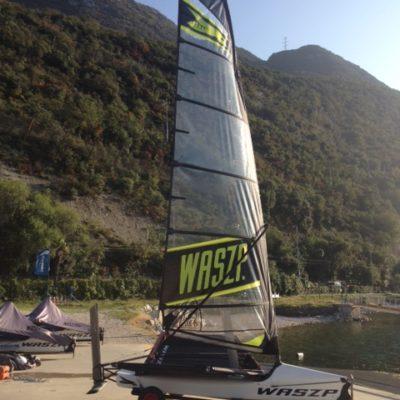 waszp 2053 scafo bianco trampolino nero vela nera 8.2 in vendita